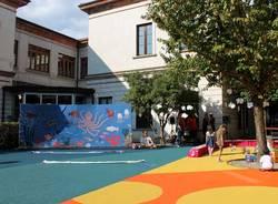 Un cortile colorato per la scuola di Malnate (inserita in galleria)