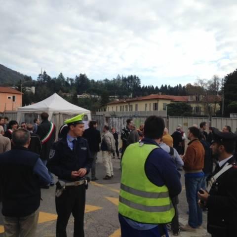 Arcisate-Stabio, la protesta per far ripartire i cantieri (inserita in galleria)
