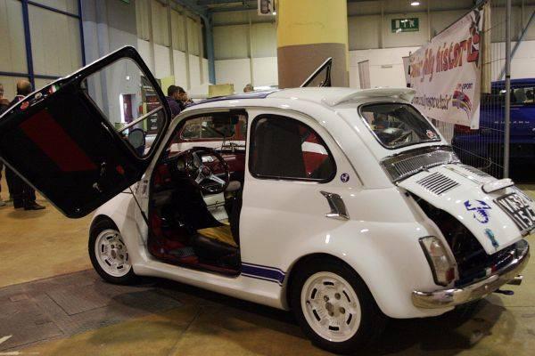 Auto e moto d'epoca a Malpensafiere (inserita in galleria)
