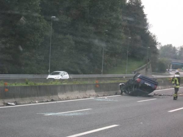 Auto ribaltata sulla A26, muore 35enne (inserita in galleria)