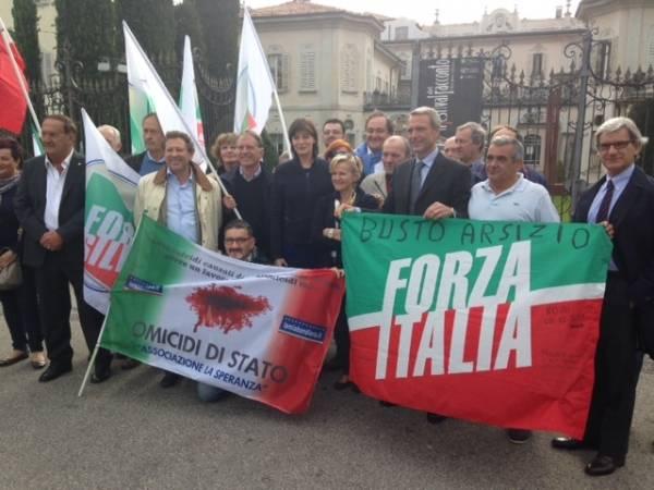"""Forza Italia manifesta contro il Decreto Lupi: """"Uccide Malpensa"""" (inserita in galleria)"""