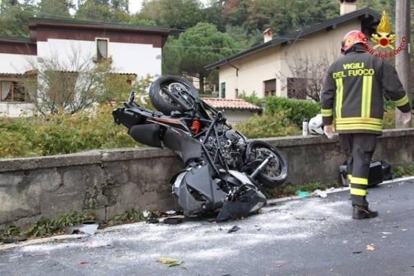 Frontale auto-moto a Porto Valtravaglia (inserita in galleria)