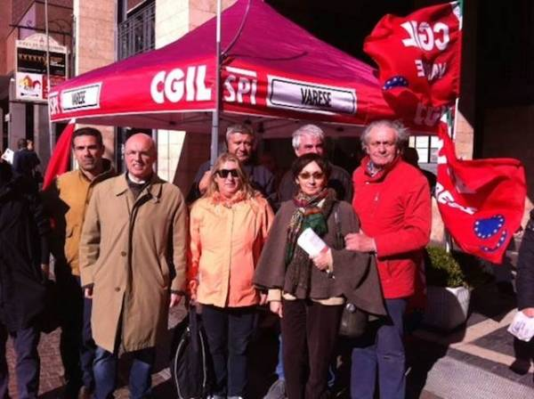 Gazebo Cgil in vista della manifestazione di Roma (inserita in galleria)