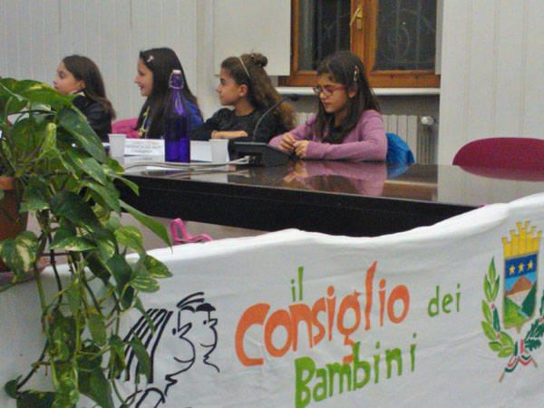 Il consiglio comunale dei ragazzi a Malnate (inserita in galleria)