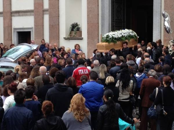 Il funerale di Simona Conte (inserita in galleria)