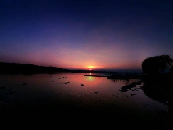 Il tramonto alla Schiranna (inserita in galleria)