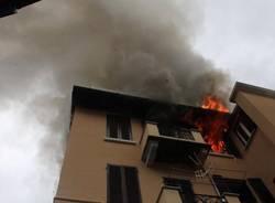 L2019appartamento in fiamme di Porto Ceresio (inserita in galleria)