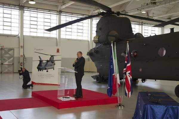 La cerimonia di consegna del CH 47 (inserita in galleria)
