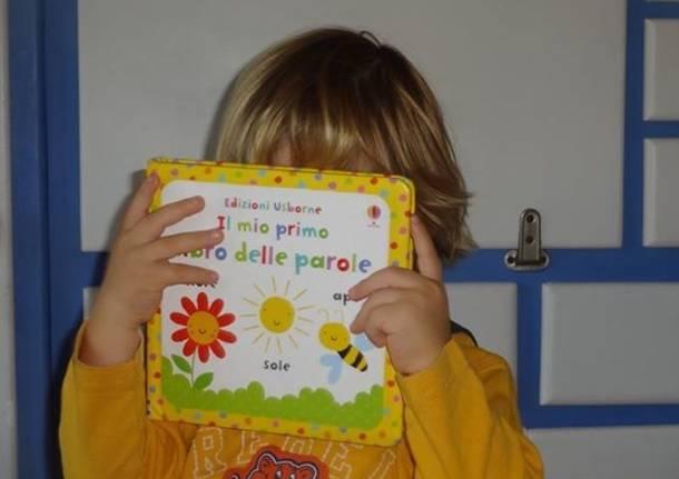 libro scuola bambino selfie  maestra