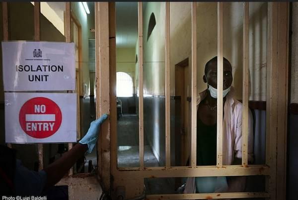 Nell'ospedale di Cuamm in Sierra Leone (inserita in galleria)
