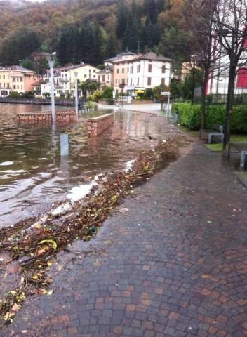Il lungo lago di Porto Ceresio  (inserita in galleria)