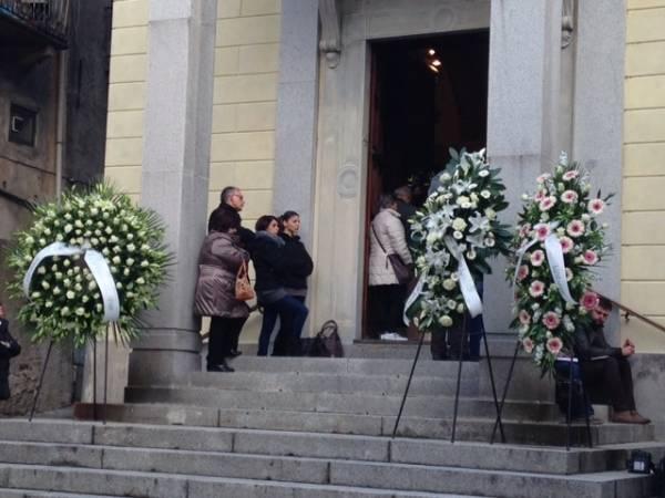 L'ultimo saluto alle vittime della fana (inserita in galleria)