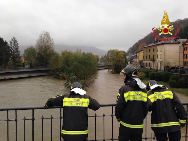 La chiusura del ponte sul Tresa a Luino (inserita in galleria)