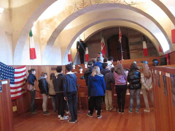 La mostra dei cimeli di guerra a Fagnano Olona (inserita in galleria)