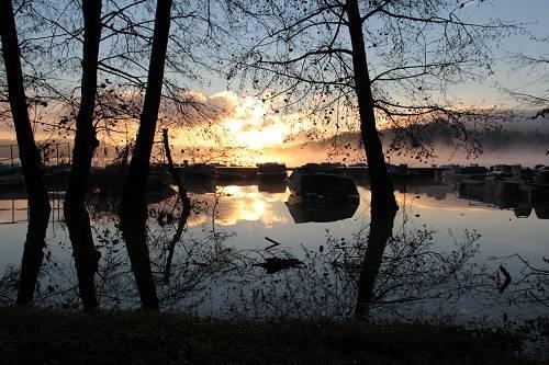 Lago di Monate all'alba