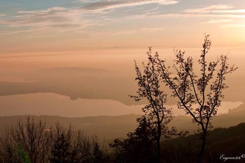 Magico tramonto sul lago di Varese