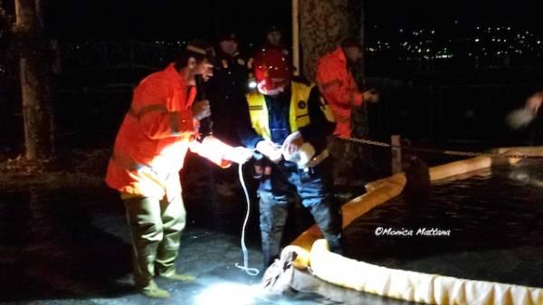 Pompieri in azione a Porto Valtravaglia (inserita in galleria)