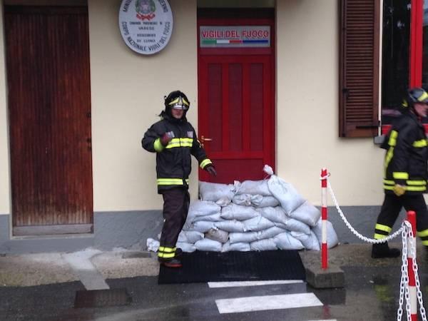 Vigili del fuoco, evacuata la caserma (inserita in galleria)