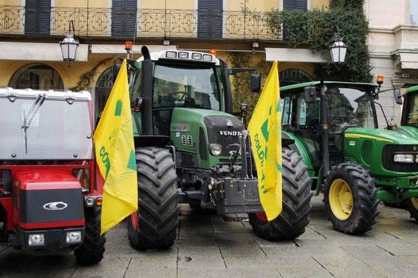 A Varese la benedizione dei trattori (inserita in galleria)