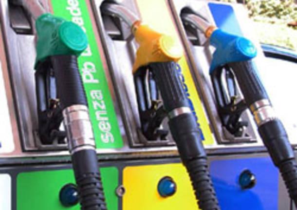 benzinaio generica apertura