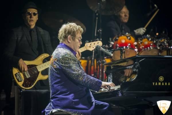 Elton John in concerto al Mediolanum Forum di Assago  (inserita in galleria)