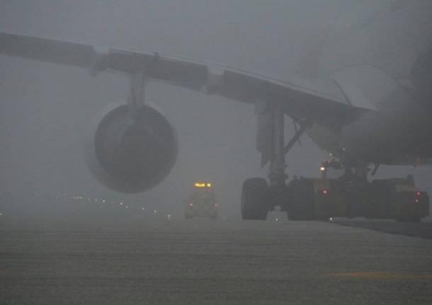 Il fascino della nebbia in aeroporto (inserita in galleria)