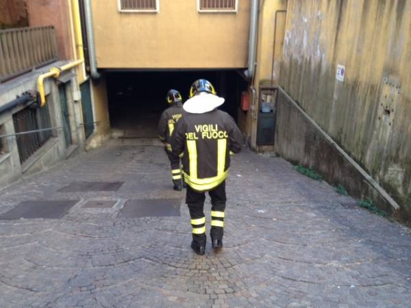 Incendio in un garage di via Foscolo (inserita in galleria)