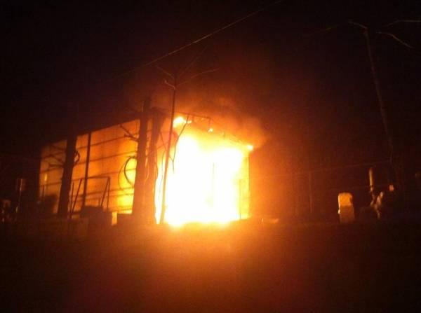 Incendio nella notte a Buguggiate (inserita in galleria)