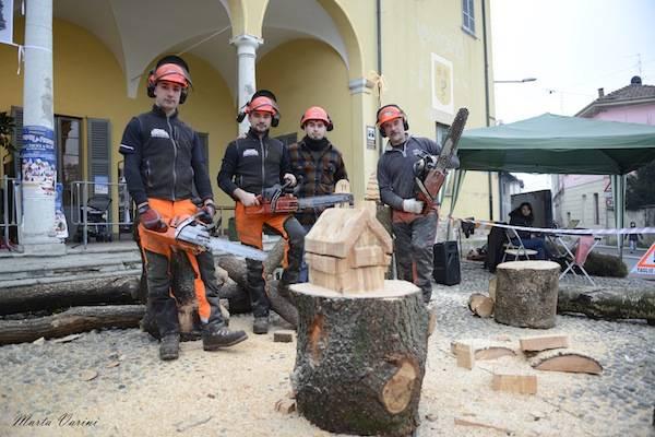 Mercatini in piazza a Besnate, la domenica  (inserita in galleria)