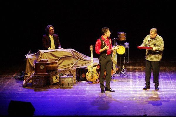 Roul Cremona sul palco del Teatro di Varese (inserita in galleria)