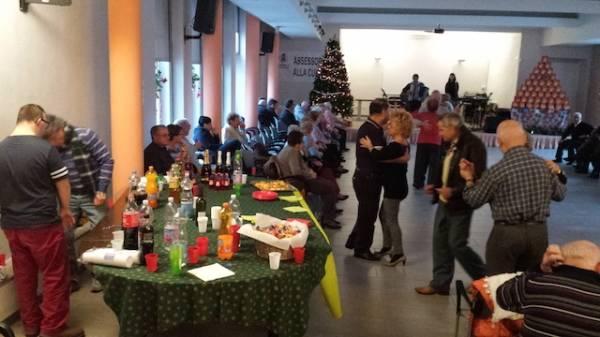 Una festa per gli anziani per le feste di Natale (inserita in galleria)