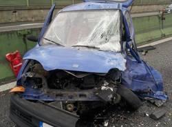 Auto contromano si schianta in autostrada (inserita in galleria)