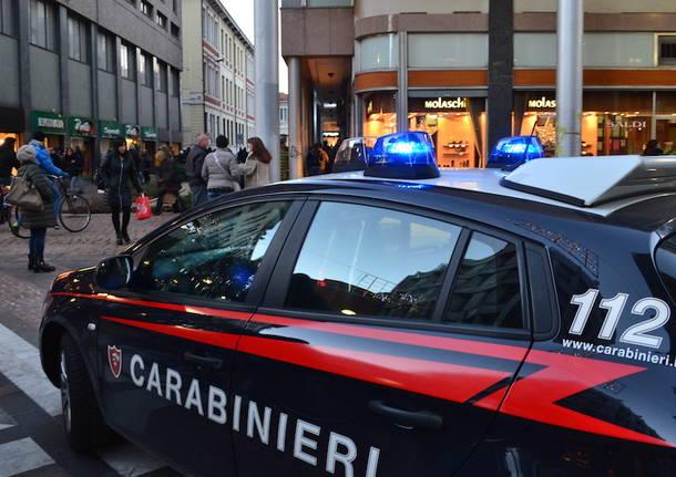 carabinieri busto centro volante auto