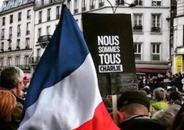 Parigi, poliziotto aggredito fuori da Notre Dame