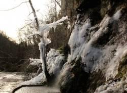 Cristalli di ghiaccio alle Grotte della Valganna  (inserita in galleria)