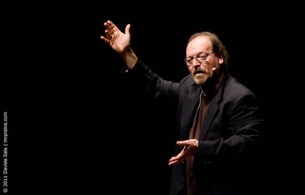 """Flavio Oreglio, il """"cabarettista scienziato"""" al Cafè Teatro per i trent'anni di attività  (inserita in galleria)"""