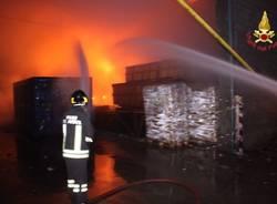 Gorla, l'incendio alla cartiera (inserita in galleria)