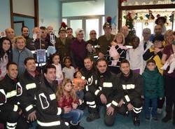 La befana visita i bambini ricoverati all'ospedale Del Ponte  (inserita in galleria)