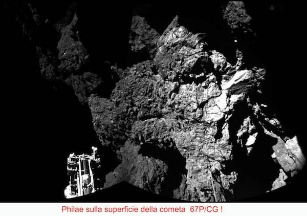La cometa, fotografata da Rosetta (inserita in galleria)