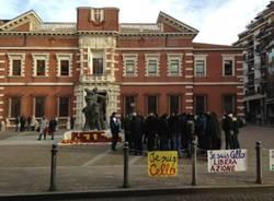 Telos, manifestazione davanti al tribunale (inserita in galleria)