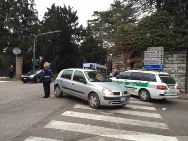 Auto contro moto a Gazzada Schianno (inserita in galleria)