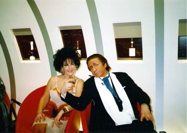 Ballantini e la sosia di Liz Taylor: appuntamento alla galleria Ghiggini (inserita in galleria)