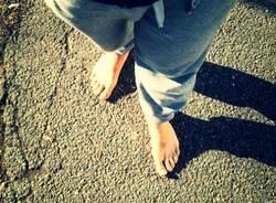 L'uomo che cammina scalzo (inserita in galleria)