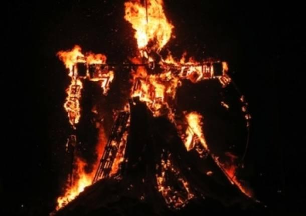 La Giobia brucia adArnate (inserita in galleria)
