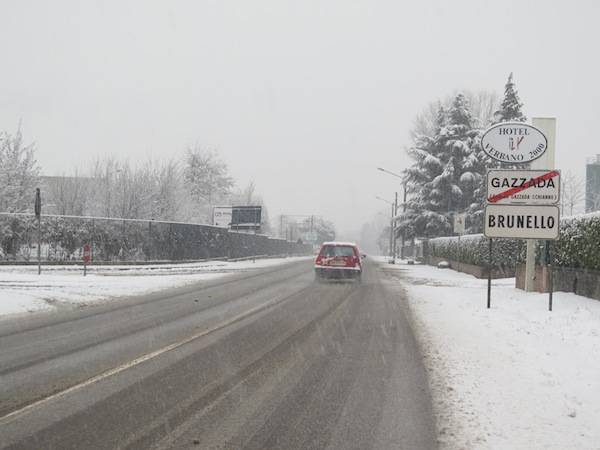 Neve, la statale tra Varese e Gallarate (inserita in galleria)