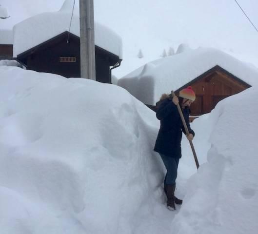 Varesini intrappolati nella neve a Cheggio (inserita in galleria)
