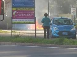 azzate, vigili del fuoco, auto, fiamme