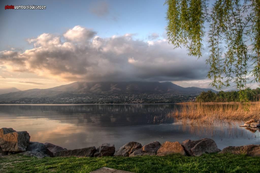Sul lago di Varese