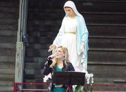 I fedeli al Palasport per la Madonna di Medjugorie