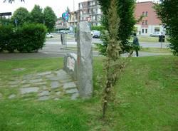 E\' così difficile avere rispetto dei Monumenti ai Caduti.